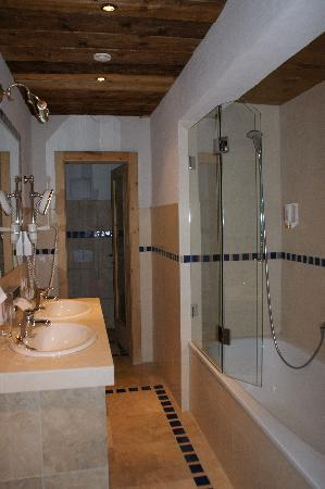 AktivHotel Veronika: Bathroom