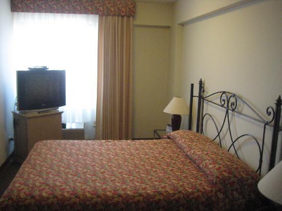 Conquistadores Hotel & Suites: Bedroom