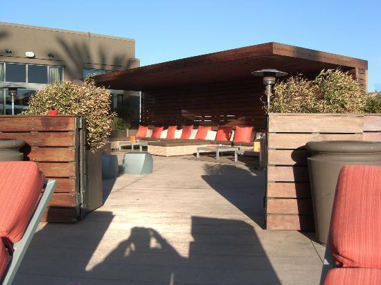 San Diego Marriott Del Mar: Lounge area outside by pool