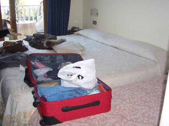 Delfini Strand Hotel Terme: letto camera delux
