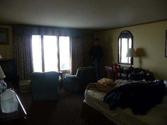 The Sparhawk Oceanfront Resort: Our room - first floor, King in motel unit