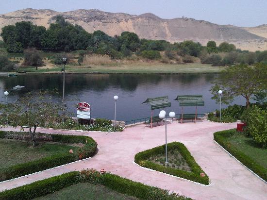 LTI - Pyramisa Isis Island Resort & Spa: View from walkway on Island