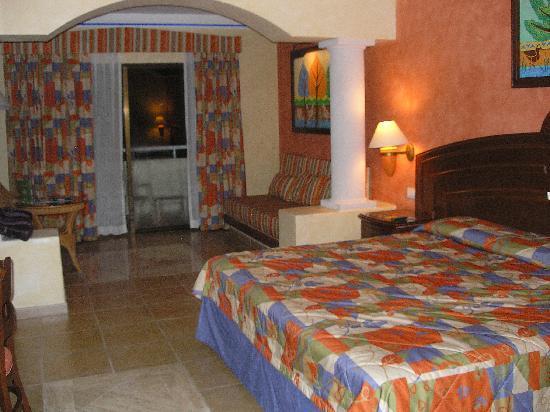 Grand Bahia Principe Coba: Spacious rooms. Very clean.