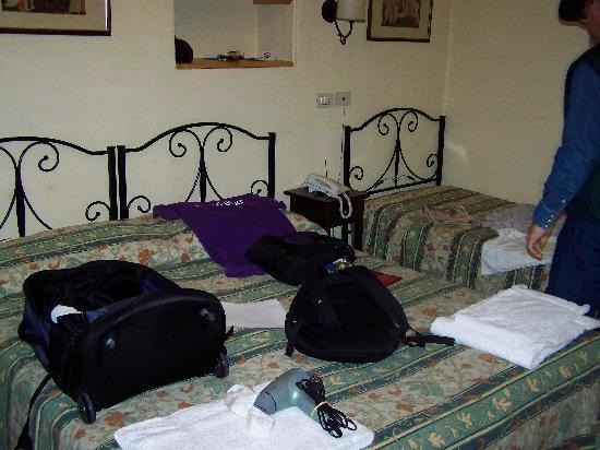 Hotel Scoti: These were the beds.