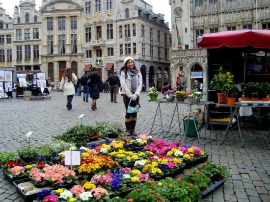 Grand-Place: Flower market at Grand Place