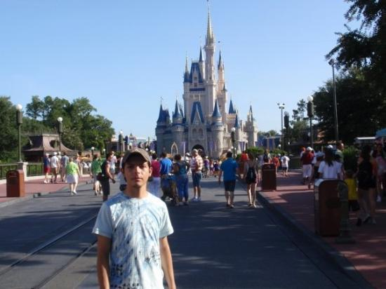 Welcome to Magic Kingdom. En Magic Kingdom, el mas famoso de los parkes de DisneyWorld