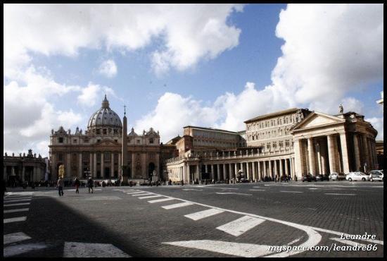 Peterskirken: Piazza San Pietro (18.2.2010)  VATICAN CITY