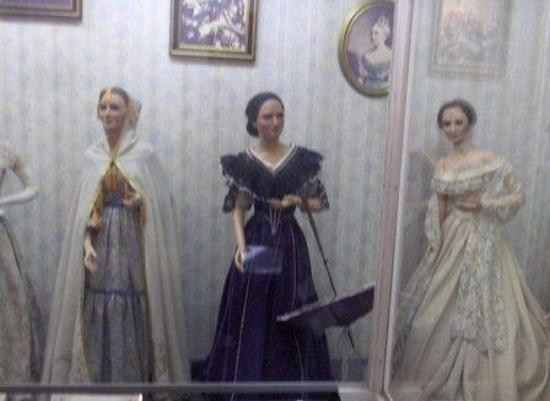 Hall of Presidents & First Ladies: Mary Todd Lincoln is in the Blue...or is it Violet