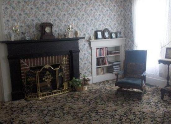 Lizzie Borden House: Parlour Again