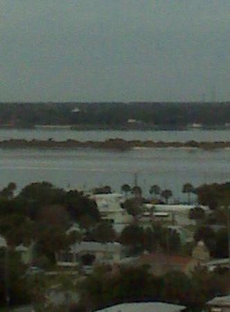 Daytona Beach, FL: Across from our hotel in Daytona