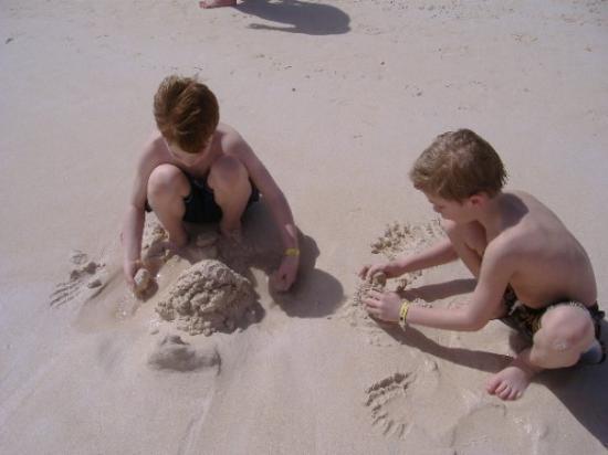 Bavaro Beach: sand play