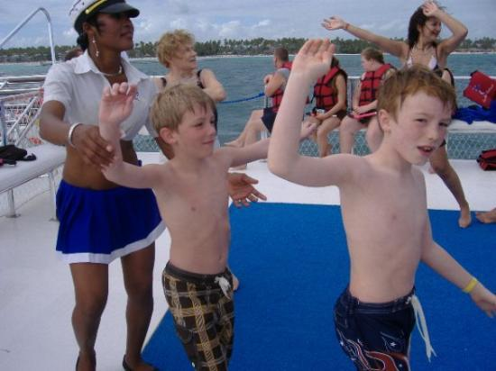 Ocean Adventures Stingray Bay Caribbean Festival: dancing on the party boat