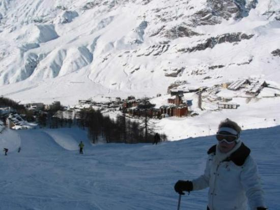 Zermatt, Sveits: Skiing to Cervania Italy