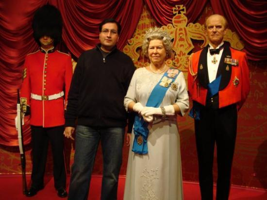 Madame Tussauds London: WITH QUEEN ELIZABETH II  & PRINCE PHILIP-DUKE OF EDINBURGH @ MADAME TUSSAUDS,LONDON,ENGLAND