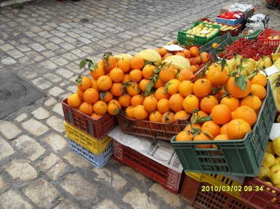 Medina of Sousse: Beautiful oranges in Tunisia, very sweet..all the vegetable stalls n fruit stalls were amazing..