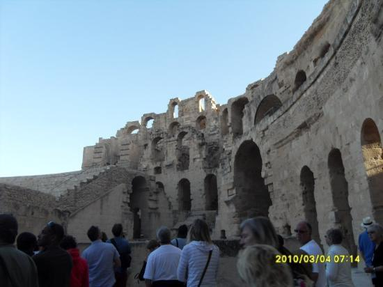 El-Jem, Tunisia: Visiting El Djem famous for its amphitheatre...it was stunning but was a bit to early to appreci