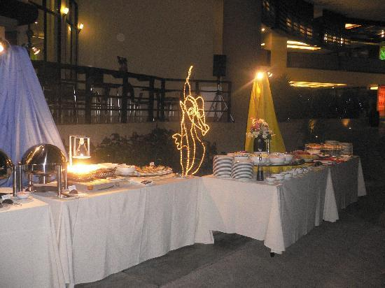 Deevana Plaza Phuket Patong: all u can eat buffet dinners