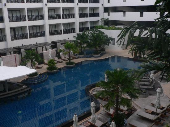 Deevana Plaza Phuket Patong: pool