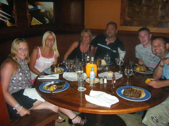 Meliá Caribe Tropical: We met 2 other couples-American Restaurant