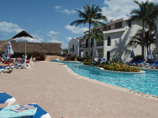 The Royal Cancun All Suites Resort: The Pool area at the CIC
