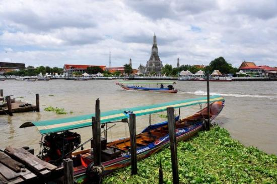 Wat Arun-tempelet: View towards Wat Arun (Temple of Dawn) Bangkok