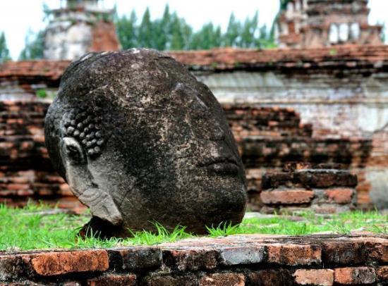 Ayutthaya Boat & Travel: Stone head at Ayutthaya, the ancient capital of Thailand