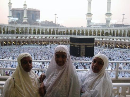 Mekka, Saudi-Arabia: The Sisters  at Haram Sheriff - Haj 2008