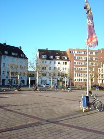 Oldenburg main train station: square