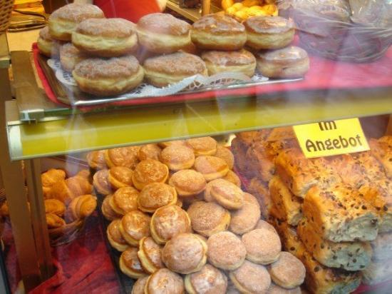 Oldenburg, Tyskland: Mmmm... the good German pastry