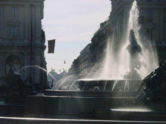 The fountain at the Piazza della Repubblica.
