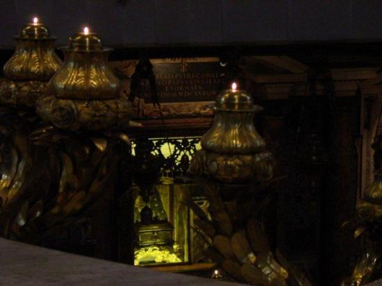 "Vatikanske museer: A glance at Saint Peter's tomb... the thing I thought was: ""Well, if there is the remains of Sai"