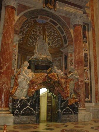 Vatikanske museer: The tomb of Pope Alexander VII, by Gianlorenzo Bernini