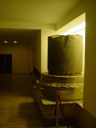 Vatikanske museer: A piece of a column of the old Basilica of Saint Peter (thta stand before the new one was build)