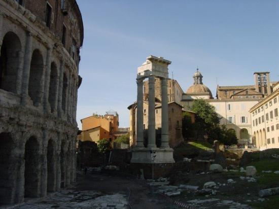 Teatro di Marcello: Teatro Marcello Ruins
