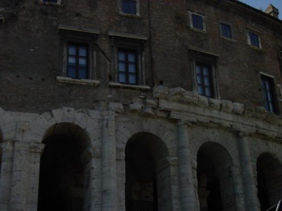 Teatro di Marcello: Houses are built on the ruins of the Roman Teather