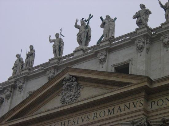 Roman Curia: Some details of the statues on the facade