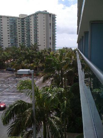 DoubleTree Resort by Hilton Hollywood Beach: PARK VIEW