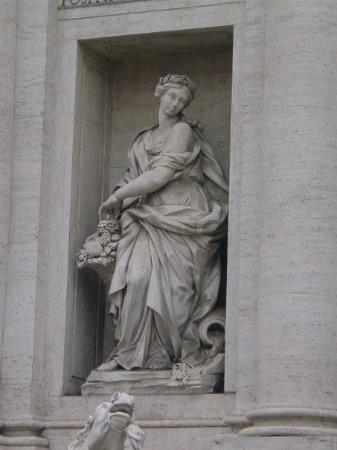 Fontana di Trevi: Representation of a virgin named Trivia, who it is said, helped the Roman Engeneers to find the