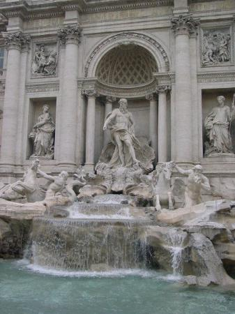 Fontana di Trevi: Neptune Statue in the central niche