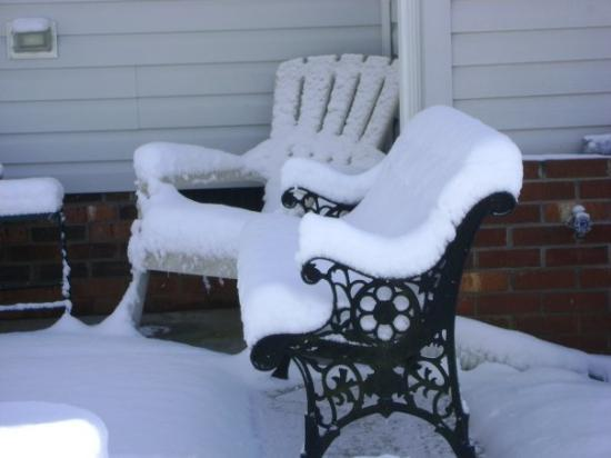 Walnut Cove, NC: The bench on the patio.