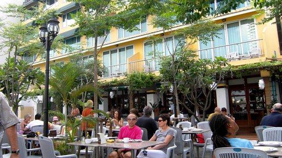 New Siam Riverside Guest House: restaurant au bord du fleuve