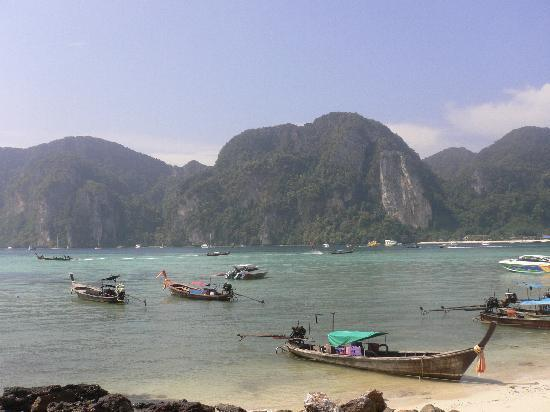 Ko Phi Phi Don, Thailand: beach near harbour