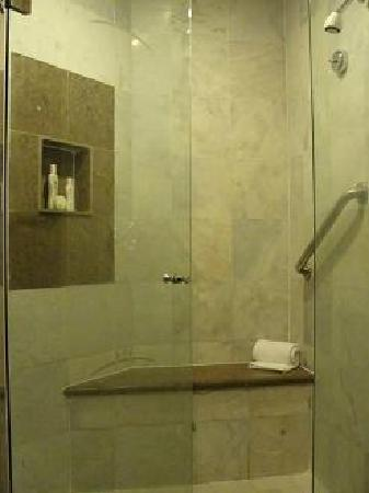 Moon Palace Cancun: Huge marble shower