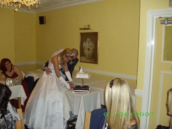 Invicta Hotel: cutting the cake