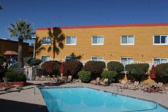 Quality Hotel Americana Nogales: Pool of the Quality Inn Nogales