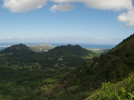 Nuuanu Pali Lookout: View panning right
