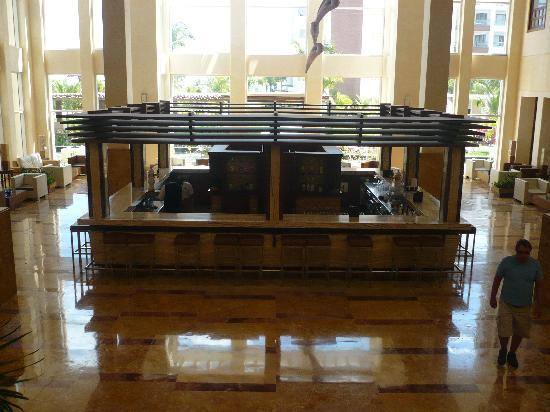 Excellence Playa Mujeres: Lobby Bar