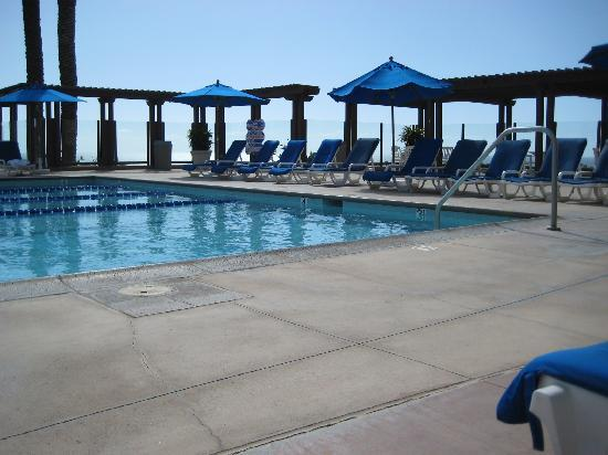 Grand Pacific Palisades Resort and Hotel: The adult pool looking out the back property
