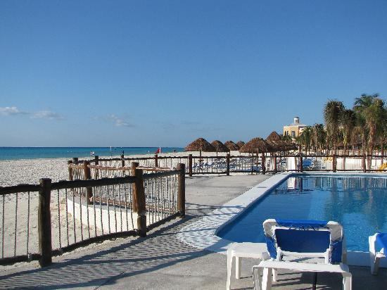 Allegro Playacar: Loved the pool on the beach. I need to be close to the ocean all the time.