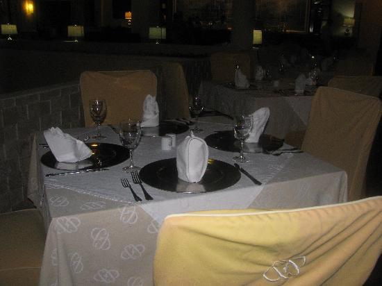 Allegro Playacar: The buffet restaurant always had table cloths and covered chairs, even the two nights they did a